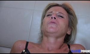Sabrina squirt, baise et jouit devant son mari [Full Video]